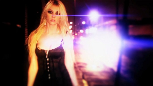 Taylor Momsen wallpaper with a concert entitled Make Me Wanna Die - The Pretty Reckless