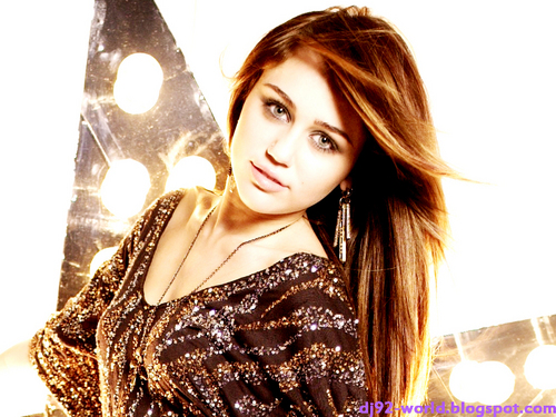 Miley Cyrus EXCLUSIF Highly Retouched Photoshoot1
