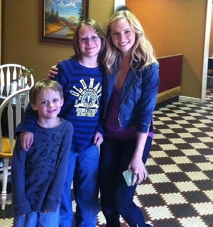 New/old चित्रो of Candice with fans!