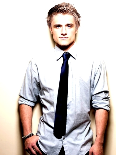 Peeta Mellark 바탕화면 probably containing a business suit, a windsor tie, and a suit entitled Peeta Mellark