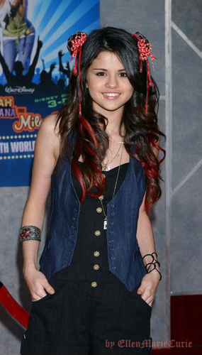Selena Gomez Chinese hairstyle