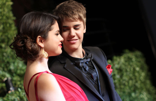 Justin Bieber and Selena Gomez wallpaper probably containing a portrait titled Selena & Justin