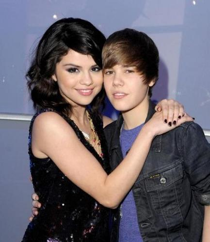 Justin Bieber and Selena Gomez wallpaper containing a portrait entitled Selena & Justin