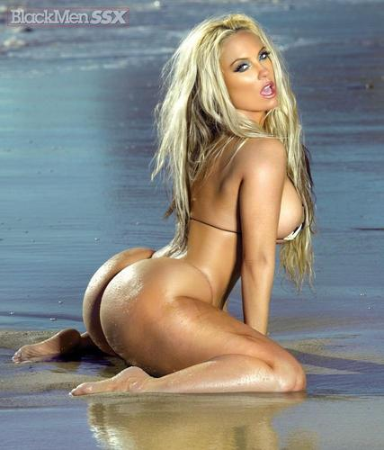 Nicole Coco Austin wallpaper probably containing a maillot entitled Sexy Beach - Coco