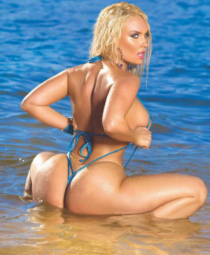 Nicole Coco Austin wallpaper containing a bikini called Sexy spiaggia - Coco