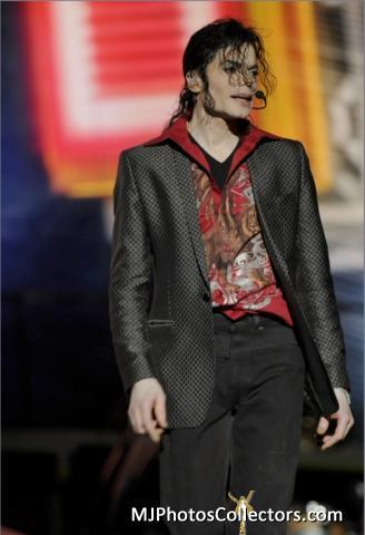 THIS IS IT!!! Outfit: Blazer with red shirt <3