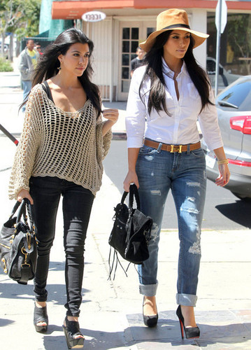 The Kardashian Family Out For Lunch In Sherman Oaks