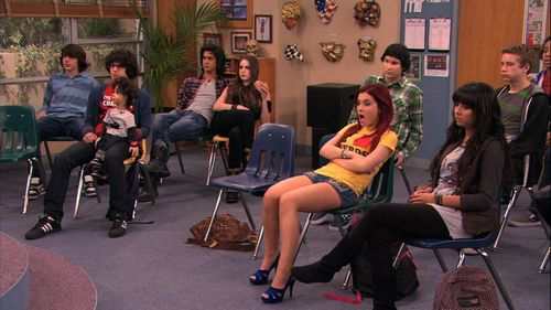 Ariana Grande karatasi la kupamba ukuta possibly with bare legs, a business suit, and tights titled Victorious 1x19- Sleepover At Sikowitz's