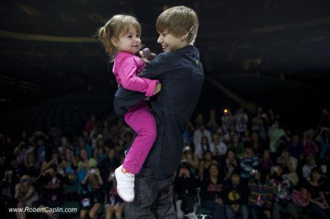 justin bieber and his sister on stage