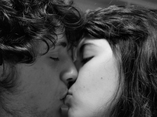 Love Images Kissing Wallpaper And Background Photos
