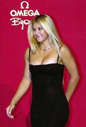 kournikova big breast
