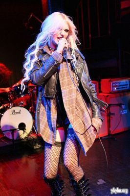 Taylor Momsen wolpeyper possibly with a hip boot and a konsiyerto called 2011 Music Unites In Tune Music Series With The Pretty Reckless