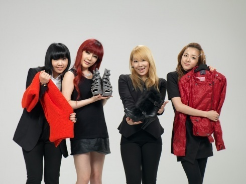 http://images4.fanpop.com/image/photos/21000000/2NE1-2011-2ne1-and-bigbang-21009461-490-367.jpg