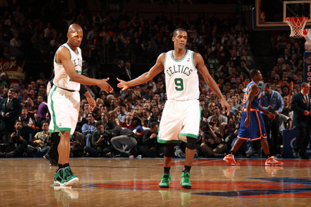 Rajon Rondo Hintergrund containing a basketball player and a dribbler entitled 2R BC