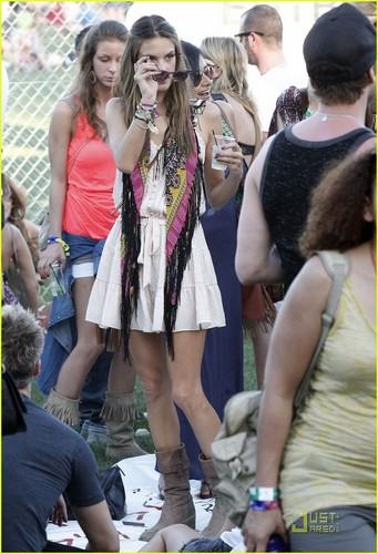 Alessandra Ambrosio: Coachella Cutie!