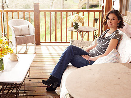 Ashley Judd wallpaper possibly with a morning room, a living room, and a breakfast area entitled Ashley Judd