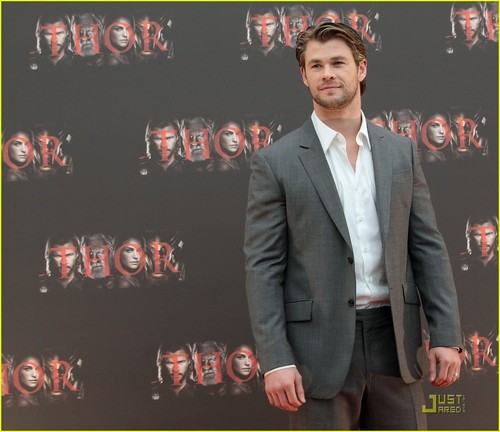 Chris Hemsworth: 'Thor' foto Call in Rome!