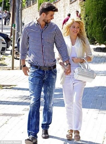Gerard Piqué and शकीरा as wedding चित्र