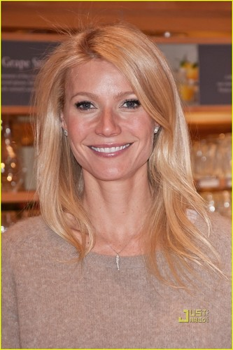 Gwyneth Paltrow: Cookbook Signing in New Jersey!