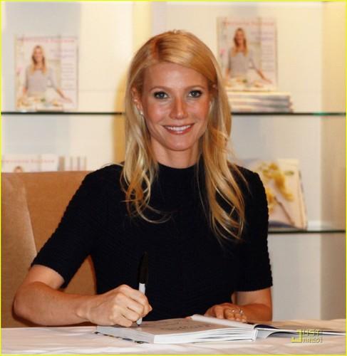 Gwyneth Paltrow: Williams-Sonoma Book Signing!