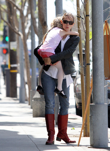 Jen and बैंगनी, वायलेट out and about in Santa Monica 9/14/11