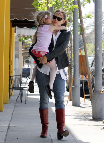 Jen and фиолетовый out and about in Santa Monica 4/14/11