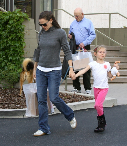 Jen shopping at Country Mart with violeta