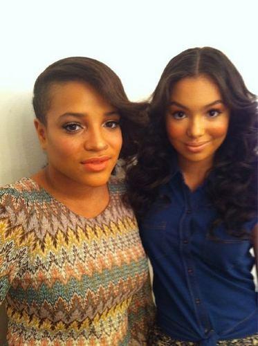 Skins achtergrond entitled Laya Lewis & Jessica Sula