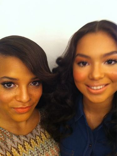 Skins achtergrond containing a portrait entitled Laya Lewis & Jessica Sula