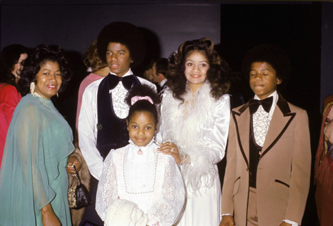 Michael with his mom, Latoya, Janet and Randy! :)