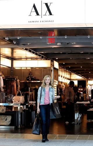 más candids of Candice at Lenox Square Mall in Atlanta! [12/04/11]!