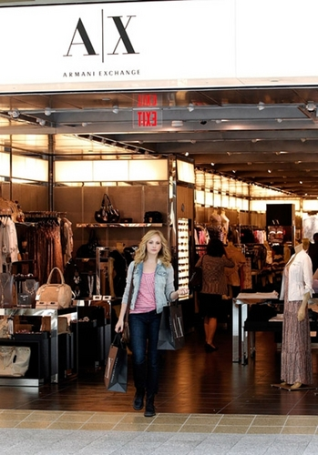 Candice Accola پیپر وال possibly containing a brasserie, a diner, and a ملٹیپلیکس, مرکب called مزید candids of Candice at Lenox Square Mall in Atlanta! [12/04/11]!