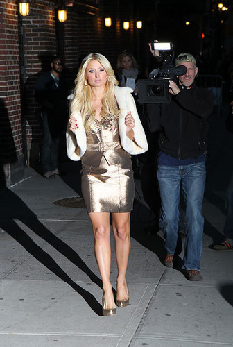 Paris Hilton And Cy Waits At The 'Late প্রদর্শনী With David Letterman'