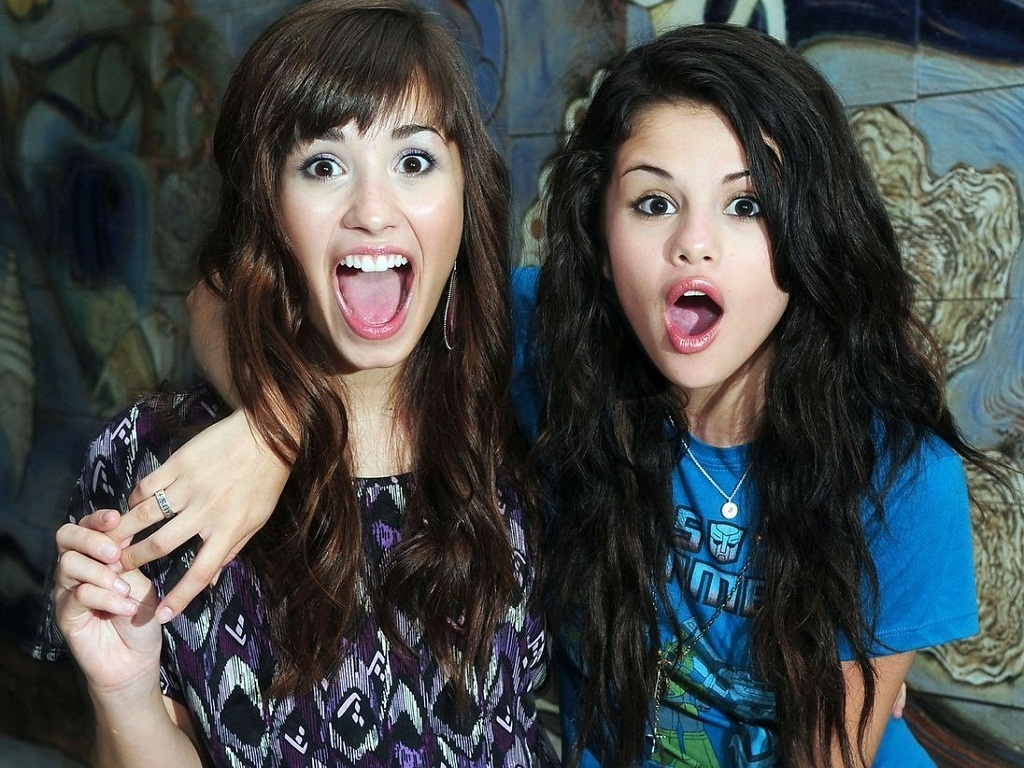 Selena&Demi wallpaper ❤