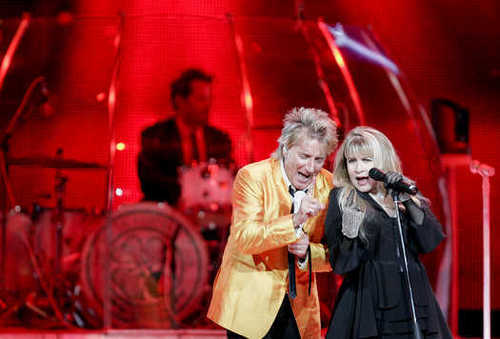 stevie nicks wallpaper containing a show, concerto titled Stevie Nicks and Rod Stewart