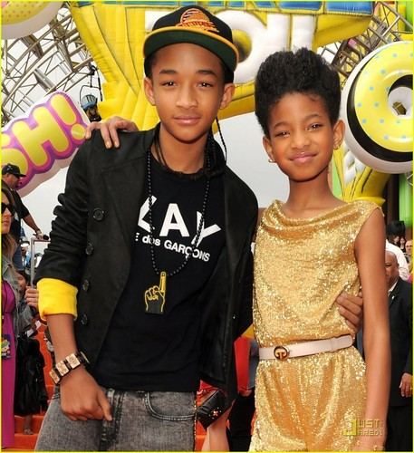 Willow and Jaden on the 주황색, 오렌지 carpet at The Kids Choice Awards 2011