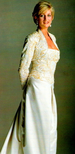 Prinzessin Diana Hintergrund probably containing a gown, a bridesmaid, and a abendessen dress called diana