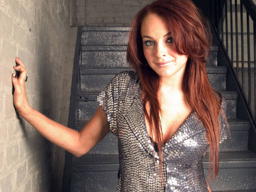 Lindsay Lohan Hintergrund possibly with a chain mail called lohan