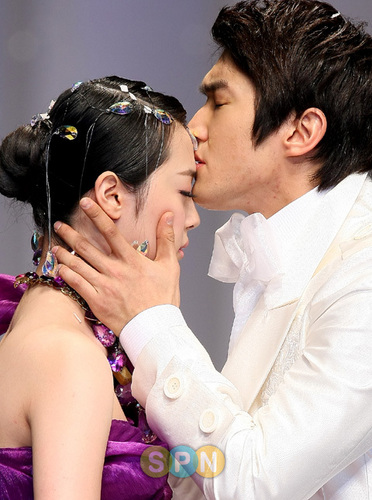 슈퍼주니어 바탕화면 with a bridesmaid titled siwon and sulli (Andre kim fashion show)
