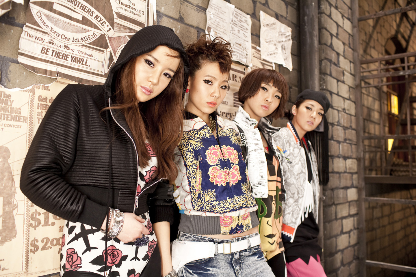 http://images4.fanpop.com/image/photos/21100000/2NE1-2ne1-21108804-1440-960.jpg