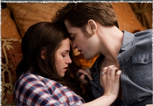 Twilight Series wallpaper called Bella and Edward Kiss