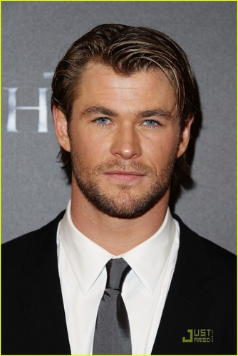 Chris Hemsworth: 'Thor' Premiere with Jaimie Alexander!