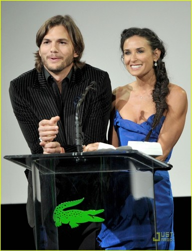 Demi Moore & Ashton Kutcher: CDGA Presenters - demi-moore Photo