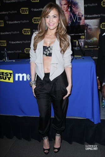 Jennifer - Best Buy BlackBerry PlayBook Launch - 19 April 2011