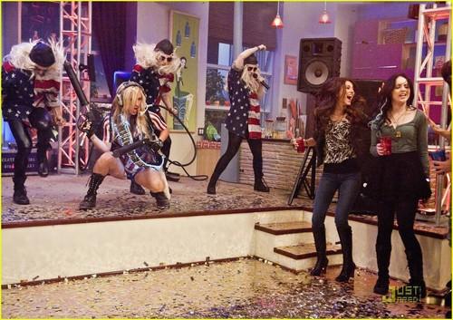Ke$ha Guest Stars on Victorious!