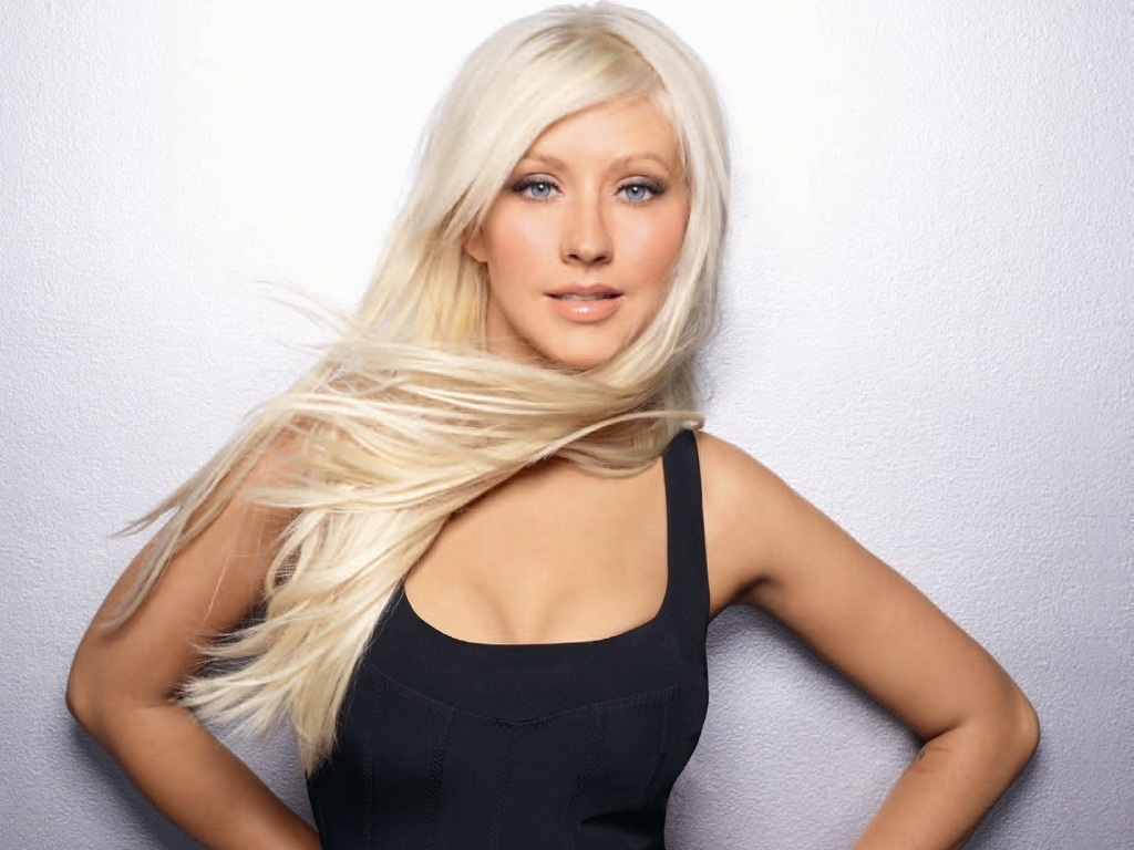 Download this Christina Aguilera Lovely Wallpaper picture