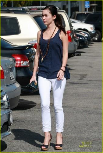 Megan @ The Grove in L.A. 4/19/11