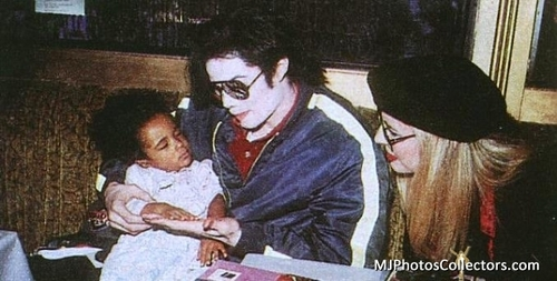 Michael your so beautiful <3 I tình yêu YOU!!!