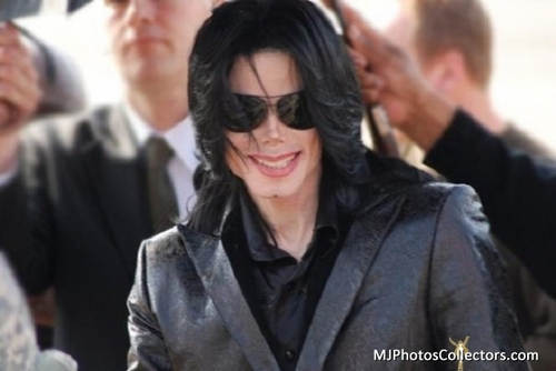 Michael your so beautiful <3 I 爱情 YOU!!!