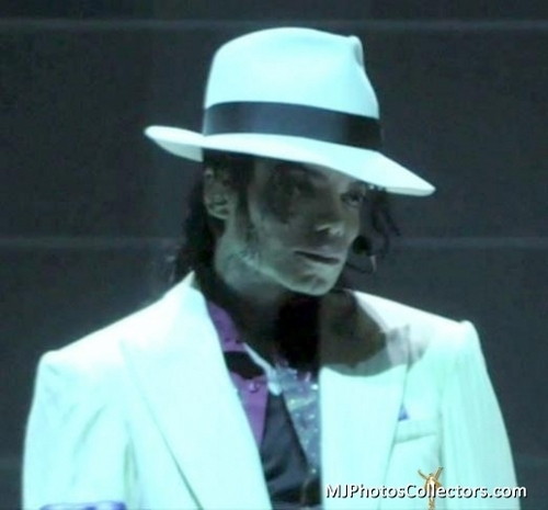Michael your so beautiful <3 I 사랑 YOU!!!